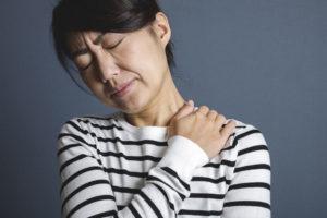 マッサージだけでは改善されない首と肩の痛み、コリ